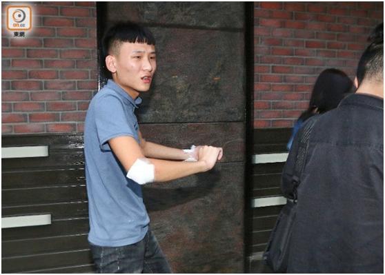 港媒:本地旅客正在喷鼻港当角抢,脚及背部受伤丧失1万余元群众币