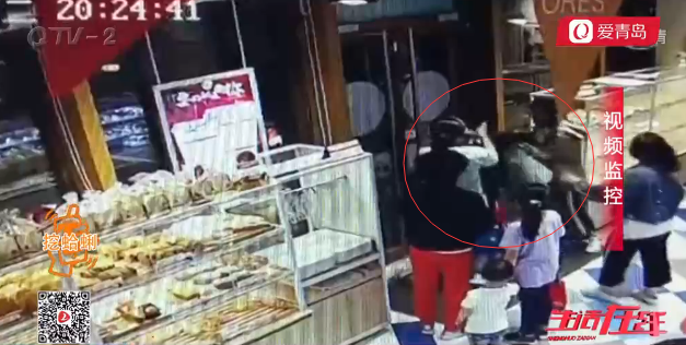 山东青岛高一女孩购物时莫名被打 扇耳光踹肚子